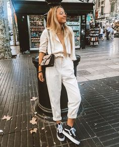 10 Looks Vans Old Skool Look Vans Looks Com Vans Looks Com Vans preto Looks Vans Old Skool van Vans Old Skool vans preto e branco Spring Outfits, Trendy Outfits, Fashion Outfits, Vans Fashion, Fashion Week, Look Fashion, Europe Fashion, Looks Style, Casual Looks