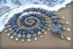 Artist Surprises Beach Goers By Arranging Stones Into Mesmerizing Patterns Along The Coast - Success Life Lounge