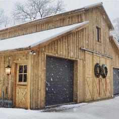 Small pole barn homes are you thinking about building one? We can help you find companies that build pole barn homes in your area. Pole Barn Garage, Pole Barn Homes, Rv Garage, Garage Doors, Barn Doors, Barn House Plans, Shed Plans, Garage Plans, Pole Barn Plans