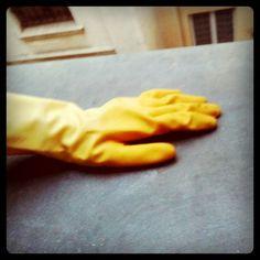 Un gant vaisselle pour enlever les poils de chat