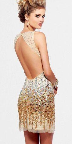 Me gusta el escote trasero del vestido