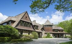 New England Shingle Style Overlooking John D. Milne Lake by Mark P. Finlay Architects (PHOTOS) - Pricey Pads Shingle Style Architecture, Residential Architecture, New Canaan, Cedar Shingles, Stone Walkway, Maine House, New England, Cottage, Mansions