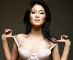 Foto Bugil Sandra Dewi