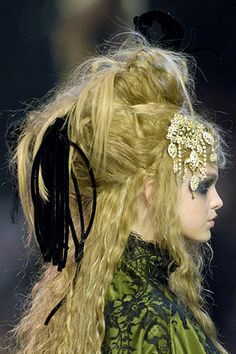 18th century inspired fashions | Bell::::: 17th/18th century hair inspiration