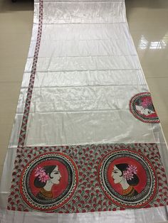 Saree Painting Designs, Fabric Paint Designs, Hand Painted Sarees, Hand Painted Fabric, Madhubani Art, Madhubani Painting, Dress Painting, Fabric Painting, Set Saree