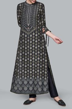 The printed black Paridhi Kurta is dressed in motifs of the lush flora of Ranthambore. Indian Wedding Outfits, Indian Outfits, Indian Designer Outfits, Designer Dresses, Pakistani Dresses, Indian Dresses, Eastern Dresses, Kurti Neck Designs, Dress Designs
