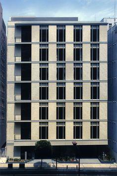 Building Exterior, Building Facade, Building Design, Classic Doors, Facade Design, Facade Architecture, Brick, Facades, Architecture