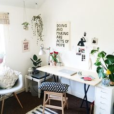 """749 mentions J'aime, 22 commentaires - L K (@lucyketchin) sur Instagram: """"Tidy desk, tidy mind. I love this little corner of my room, but I only have 2 months left here!…"""""""