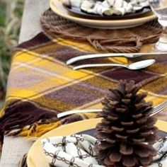 A Grown Up Charlie Brown Thanksgiving Tablescape {Charlie Brown Thanksgiving}