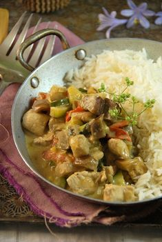 Poulet curry et lait de coco - Tangerine Zest Chicken Curry Coconut Milk, Chicken Recipes, Chicken Meals, Stew, Entrees, Asian, Dishes, Ethnic Recipes, What's Cooking