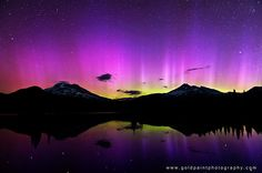 Northern Lights dance over the Cascade Mountains. (Photo: Brad Goldpaint)