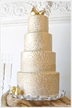 Beautyful gold pearl cake