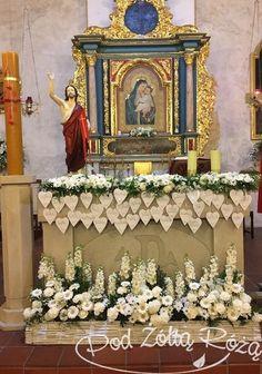 Church Flower Arrangements, Church Flowers, Art Corner, First Holy Communion, Wedding Decorations, Church Decorations, Gerbera, Holi, Bouquet