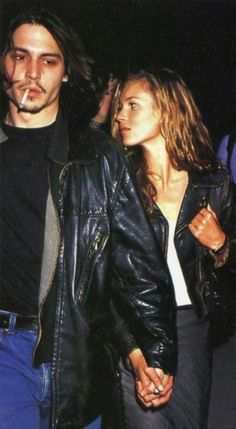 Kate Moss and Johnny Depp in matching leather jackets. Kate Moss and Johnny Depp in matching leather jackets. Johnny Depp, Studio Piercing, Poses, Pretty People, Beautiful People, 90s Grunge Hair, 1990s Grunge, Style Année 90, Ali Michael
