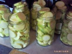 CONSERVES DE COURGETTES ( ou bocaux de courgettes) Pickles, Old Fashioned Drink, Sweet Recipes, Healthy Recipes, Preserving Food, Food Hacks, Preserves, Food And Drink, Nutrition