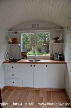 mini kitchen-Put A Toaster Oven On The Countertop. Tiny House Living, Small Living, Shepherds Hut, Compact Living, Mini Kitchen, Tiny Spaces, Tiny House Design, Tiny House On Wheels, Little Houses