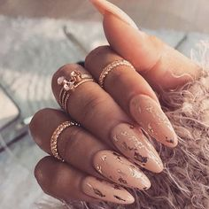 IG @donneepardieu Nail obsession #NUDEandGOLD ✔️
