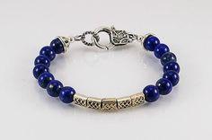 He encontrado este interesante anuncio de Etsy en https://www.etsy.com/es/listing/223487284/lapis-lazuli-bracelet-with-celtics
