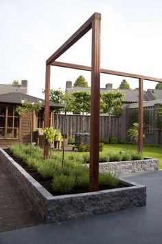 "Supermooie strakke houten belijning voor in de tuin ""to the point"" structure. Good way to boldly define the space but still maintain openess. Wooden Pergola, Backyard Pergola, Pergola Plans, Backyard Landscaping, Pergola Kits, Pergola Ideas, Small Pergola, Cheap Pergola, Small Patio"