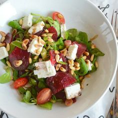 summer salad from lettuce, spinach, beetroot and fetacheese! Low Sugar Recipes, Dutch Recipes, Healthy Foods To Eat, Healthy Eating, Healthy Recipes, Summer Salads, Superfood, Food Inspiration, Love Food