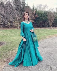 Pakistani Dress Design, Pakistani Dresses, Casual Indian Fashion, Dress Collection, Insta Pic, Muslim, Designer Dresses, Celebs, Model