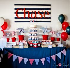 We love this striped sign with the birthday boy's name! (Could re-purpose in their room after the party) #firstbirthday #partytable #kidsparty