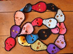 picture skull scarf crochet pattern. Kristene, you could modify these for that other scarf.