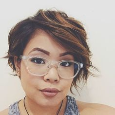 Snip snip 💇🏽#shorthairdontcare #longpixie #shortbalayage #newspecs #transparentglasses props to my hairstylist @hairbymelanieee