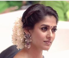 Think Your Hair Can't Be Tamed? Think Again! Everyone wants to have great looking hair, as a good set of locks can completely transform a person's appearance. Nayanthara Hairstyle, Saree Hairstyles, Easy Hairstyles, Wedding Hair Up, Wedding Prep, Wedding Makeup, Wedding Planning, Traditional Hairstyle, Bridal Hairdo