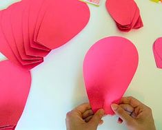 Mama's Gone Crafty: Easy Method When Building any DIY Giant Paper Flower How To Make Paper Flowers, Large Paper Flowers, Giant Paper Flowers, Diy Flowers, Valentine Baskets, Flower Template, Flower Tutorial, Paper Decorations, Handmade Flowers