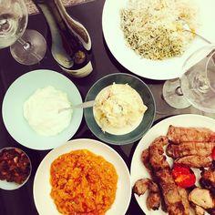 Je découvre la savoureuse cuisine Perse de chez Perchiana, Paris 15 ! Excellent caviar d'aubergine, yogourt onctueux aux herbes de montagnes d'Iran, salade Olivier au poulet et œuf, riz incroyablement parfumé au safran et aneth, succulentes brochette d'agneau et veau ! Un délice !! Et tout cela en livraison à domicile ;) #parisianblackbook