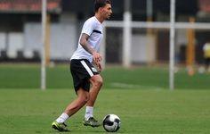 "Por ""necessidade"", Alison aceita jogar de lateral no Santos contra o Rio Claro  http://santosjogafutebolarte.comunidades.net/seu-placar-de-rio-claro-x-santos"
