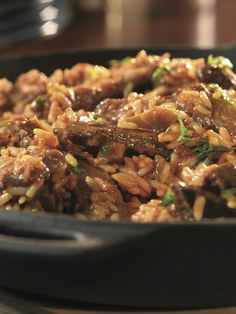 This Zesty Beef & Rice Skillet features the familiar flavors of beef, rice, Swanson Beef Broth, and picante sauce. This one-skillet dish is easy for those busy nights, and you won't be sacrificing any (Campbells Bake Rice) Quick Dinner Recipes, Entree Recipes, Quick Meals, Asian Recipes, Beef Recipes, Cooking Recipes, Asian Foods, Simple Recipes, Yummy Recipes