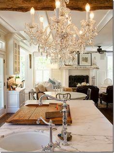 DIY Decorating & Design Ideas for a White Cottage Kitchen !