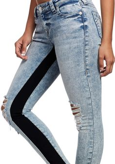 Worth Clothing, Clothing Hacks, Skinny Jeans Style, Super Skinny Jeans, Clothes Crafts, Sewing Clothes, Jeans Outlet, Diy Jeans, Painted Jeans