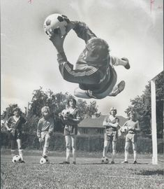 """Happy Birthday to in Genoa, Sport Photography, Goalkeeper, Pitch, Archive, Happy Birthday, Soccer, Birds, Football"