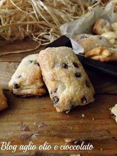 Saccottini veloci mascarpone e cioccolato , sono dei dolcetti davvero irresistibili, ottimi per la prima colazione e vi conquisteranno al primo morso. Italian Cookie Recipes, Italian Cookies, Biscuits, Biscotti Cookies, Sweet Cookies, Mini Desserts, Sweet Bread, Finger Foods, Sweet Recipes