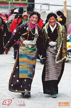I just love the colour and culture of Tibet. Costume Tribal, Folk Costume, Costumes, Beautiful World, Beautiful People, Ethno Design, Style Ethnique, Tilda Swinton, Ethnic Dress