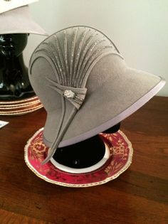 Marion Boyce, created this cloche hat for the Miss Fisher's Murder Mysteries. Marion is the head designer for the wardrobe. Ladies Hats, Hats For Women, Women's Hats, Cloche Hats, 1920s Hats, Gatsby Hat, Vintage Outfits, Vintage Hats, Vintage Style