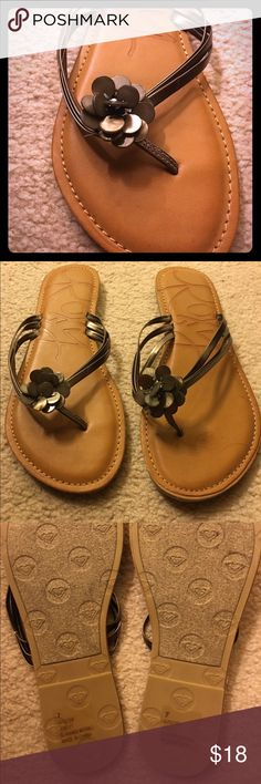 Roxy flower sandals Brand new, never worn Roxy sandals. Light metallic brown straps and flower design. Great for summer! Roxy Shoes Sandals