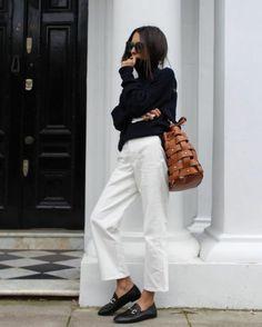 ▷ ideas for an outfit with fantastic white pants - Willemijn Gerda - - ▷ 1001 + idées pour une tenue avec pantalon blanc fantastique pants-suit-white-jacket-look-in-jeans-woman-holding-chic-top black - Mode Outfits, Casual Outfits, Summer Outfits, Fashion Outfits, Womens Fashion, Fashion Trends, Fashion Editor, Petite Fashion, Fashion Bloggers