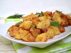 Patate sabbiose, una ricetta semplice e veloce, che conquista davvero tutti i palati. Semplici patate, arricchite da una leggera panatura e rese ancora più saporite da un trito di erbe, che ne esaltano il sapore.