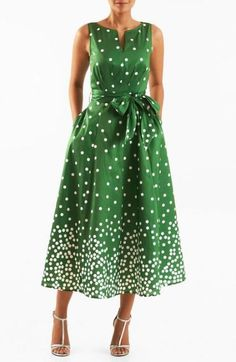 Below knee, v neck and cap? A split neck tops our polka dot print polydupioni dress designed with an angled pleat bodice and sash tied waist atop a full flared skirt. Casual Dresses, Fashion Dresses, Summer Dresses, Dress Outfits, Custom Dresses, Vintage Dresses, Modelos Fashion, Mein Style, Mode Vintage