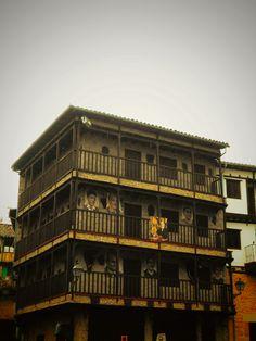 Edificio con decoración taurina en Mogarraz