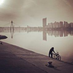 Bicyclist at Han River, photo taken Philip Park