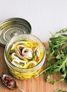 Pickled squids ♡ Offer them in salads, sandwiches or aperitifs. Calamari Recipes, Squid Recipes, Fish Recipes, Seafood Recipes, Cooking Meme, Cooking Recipes, Cooking Ideas, Squid Dishes, Squid Salad