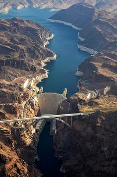 Awesome Aerial View of the Hoover Dam, Arizona, USA... — met Fanny Mulleri en Yenping Chen.