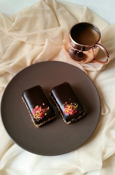 Pınar's Desserts: Çikolata Kaplı Brownie Chocolate Dreams, Chocolate Flavors, Food For Thought, Truffles, Great Recipes, Tea Party, Catering, Food And Drink, Sweets