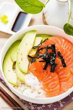 I always prefer to use sushi rice with sashimi instead of plain steamed white rice. Sushi rice has a subtle sweet and sour flavor th. Sushi Recipes, Raw Food Recipes, Seafood Recipes, Asian Recipes, Cooking Recipes, Healthy Recipes, Salmon Sashimi, Sashimi Sushi, Salmon Avocado