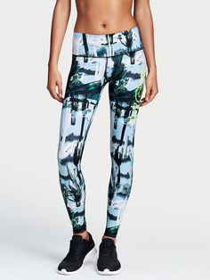 Shop sportswear bottoms today to find sexy styles in leggings, yoga pants, joggers, shorts and more! Find the style that's right for you, only at Victoria Sport. Vs Sport, Tights, Leggings, Athleisure Outfits, Victoria Secret Sport, Supermodels, Sportswear, Workout, Clothes For Women